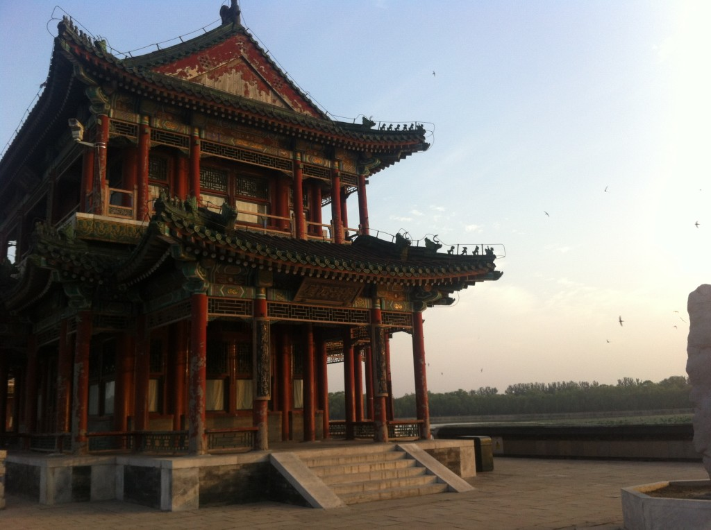 Photo of an old building on Kunming lake